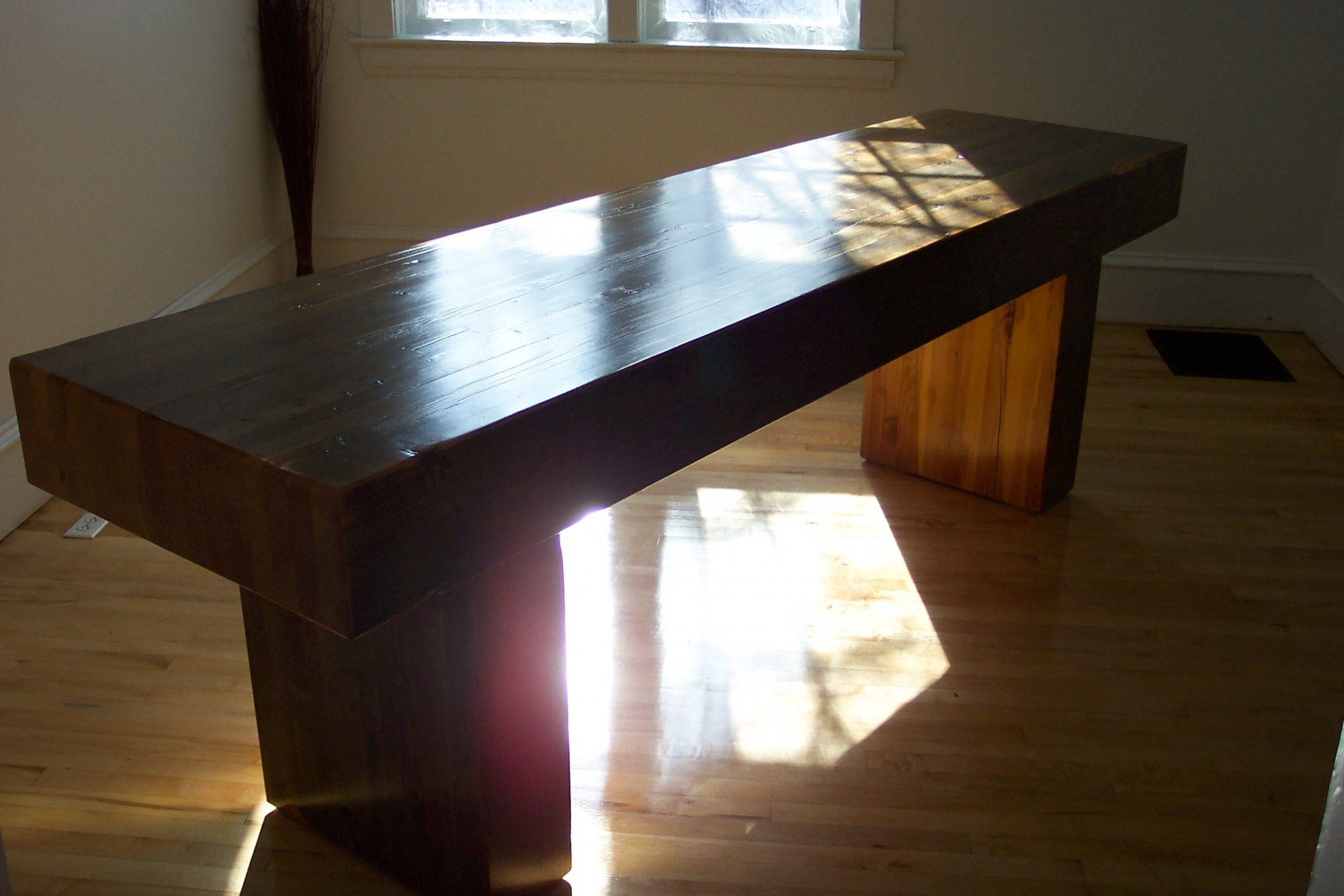 Solid Dining Table Vuta